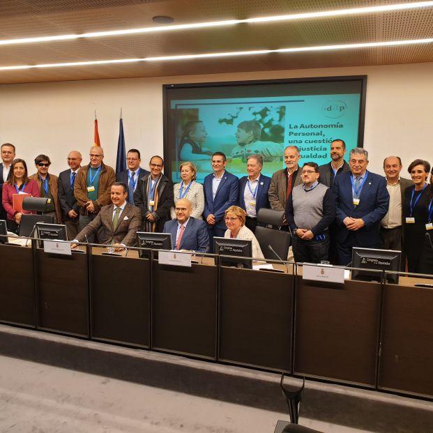 Todos los asistentes a la lectura del manifiesto 'Autonomía Personal, una cuestión de justicia e igualdad', en el Congreso de los Diputados.