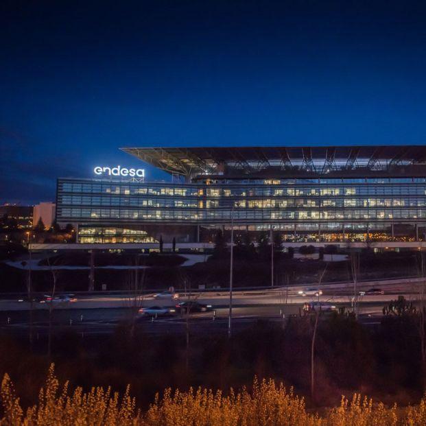 Más de 26.000 jubilados de Endesa podrían quedarse sin la bonificación de la factura de la luz