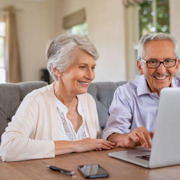 En tan solo una década la incorporación de las personas mayores a Internet creció en un 583%