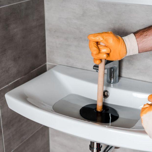 tuberías y desagües pueden ser la causa de malos olores en el hogar