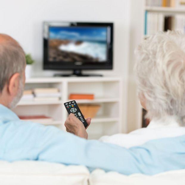 Guía para comprar el televisor que mejor se ajusta a las necesidades de los mayores