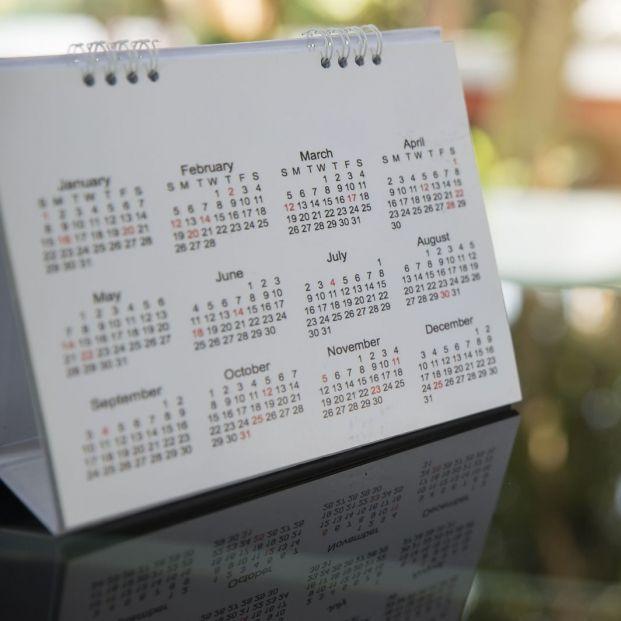 ¿Cuándo y quiénes establecieron el calendario de meses?