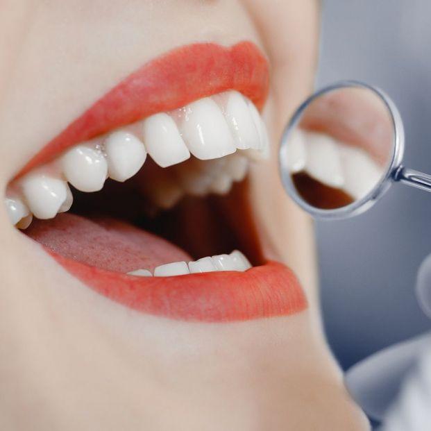 Crean un gel que regenera el esmalte de los dientes
