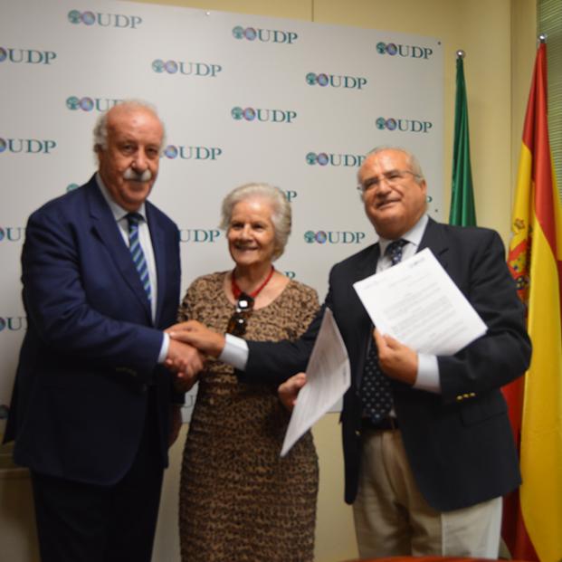 Del Bosque testigo de excepción del acuerdo entre la Fundación Mayores UDP y la Fundación Lumière