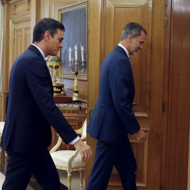 El presidente del Gobierno en funciones Pedro Sánchez a su llegada al Palacio de la Zarzuela donde es recibido en audiencia por el rey Felipe VI durante la segunda jornada de la ronda de consultas de cara a la posible
