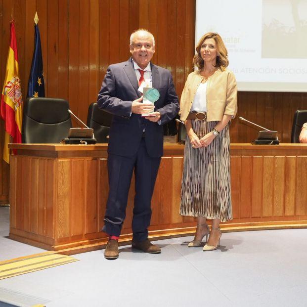 Antonio Burgueño recibe el  'Premio SENDA Profesional del Sector'