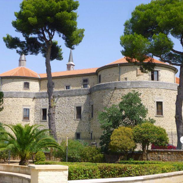 Un viaje por el castillo de Villaviciosa de Odón en Madrid, sede del Archivo Histórico del Ejército del Aire