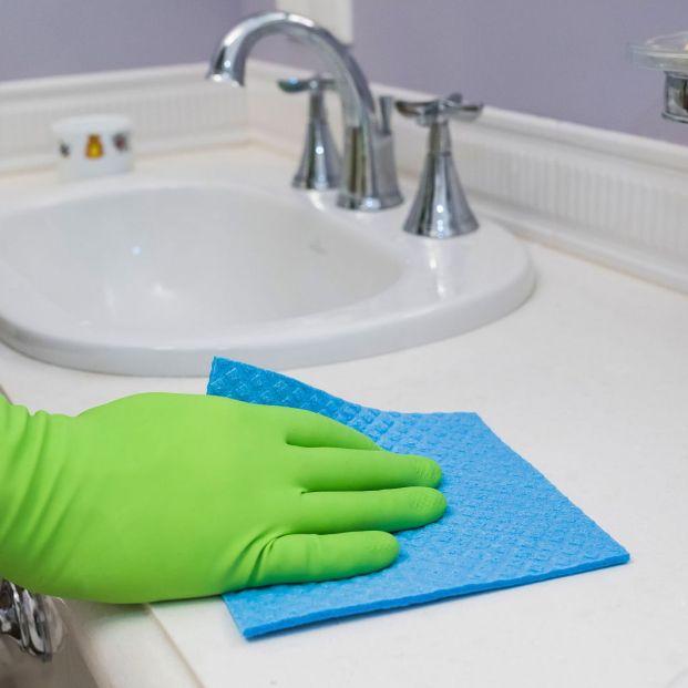Limpieza de cal del baño