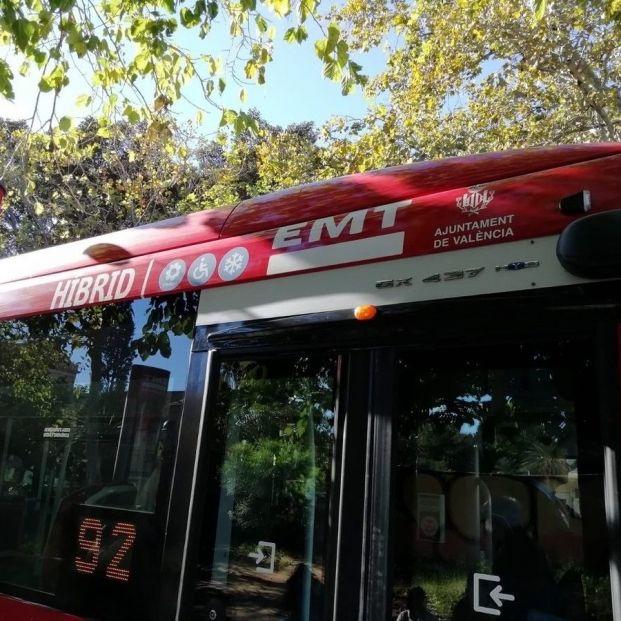 Valencia prohibirá fumar en las paradas de la EMT