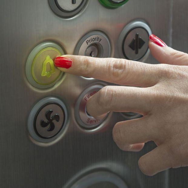 Consejos para cuando te quedas atrapado en el ascensor (Big Stock)