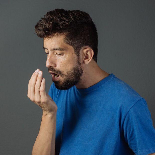 Causas del mal aliento en nuestra boca (big stock)