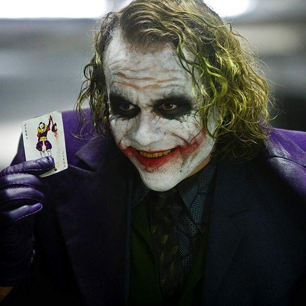 Heath Ledger como El Joker en El Caballero Oscuro, uno de los mejores villanos de la historia del cine