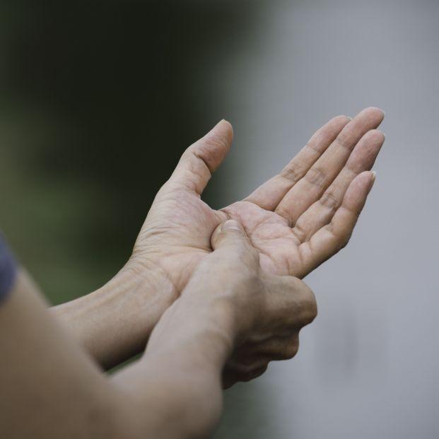 exercícios que você pode fazer em casa para aliviar os sintomas da artrite em suas mãos