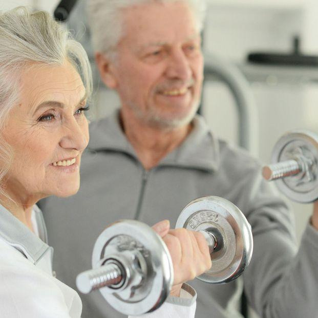 Hacer pesas después de los 60 (bigstock)