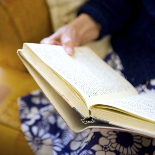 El libro 'Siempre en mi recuerdo' recoge doce historias del día a día de pacientes de Alzheimer desde la visión personal de sus familiares y sus cuidadores