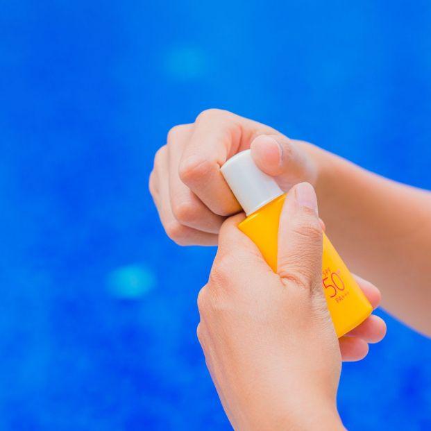 Por qué es importante que tires tus cremas de sol abiertas al acabar el verano