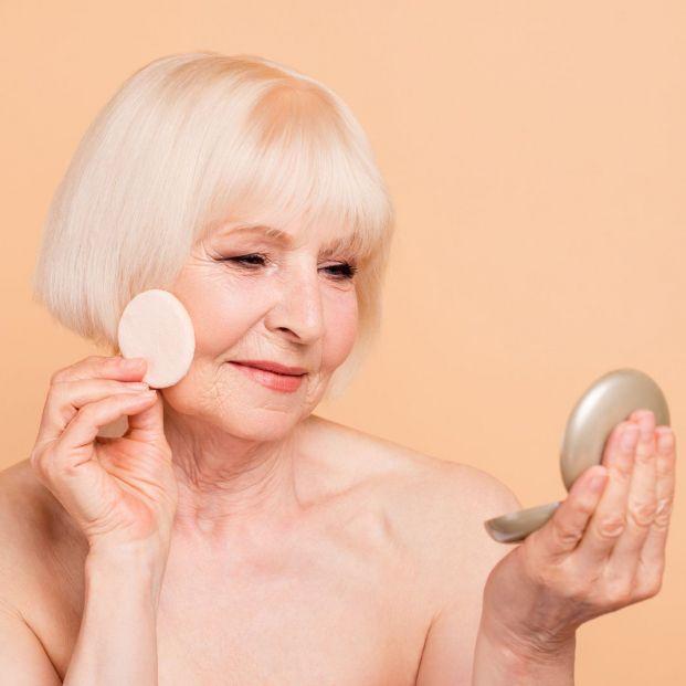 La importancia de desmaquillarse para las mujeres mayores