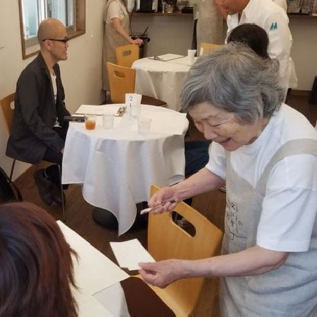 En 'El restaurante de las órdenes olvidadas' todos los camareros padecen alzhéimer