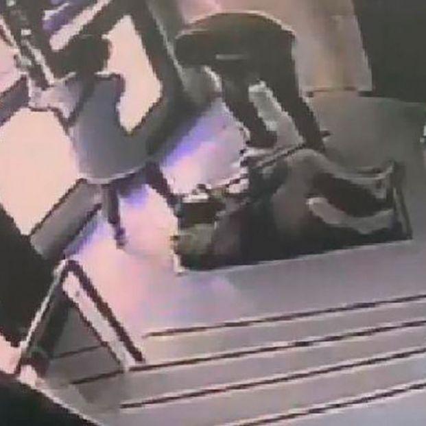 Brutal agresión a una anciana en Zaragoza para robarle en el portal de su casa