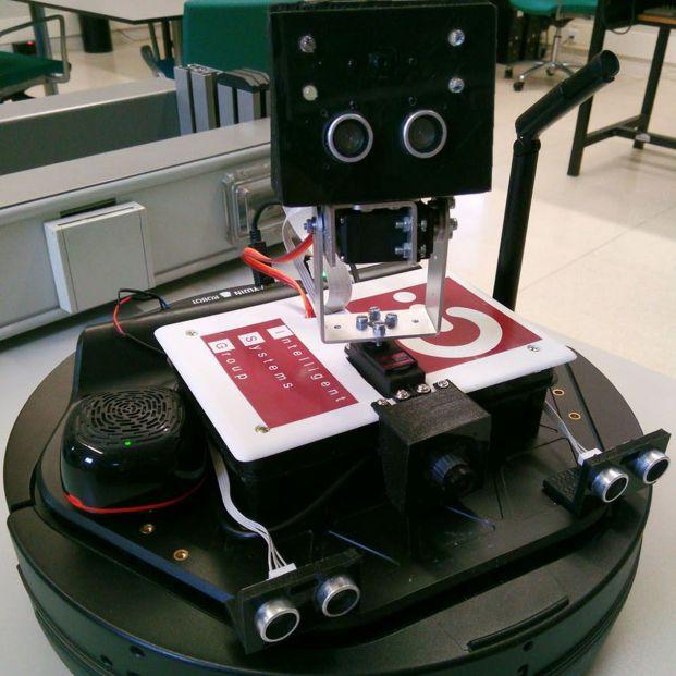 Un grupo de investigadores prueba un nuevo asistente robótico dirigido a personas dependientes