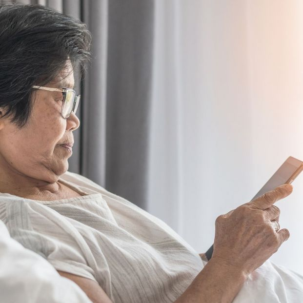La triste realidad de las personas mayores hospitalizadas que no tienen a nadie que les acompañe