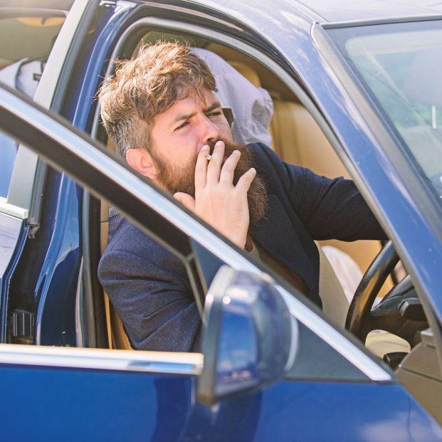 Cómo eliminar el olor a tabaco dentro del coche