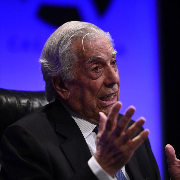 """Vargas Llosa publica 'Tiempos recios': """"Un país no se jode en un día"""""""