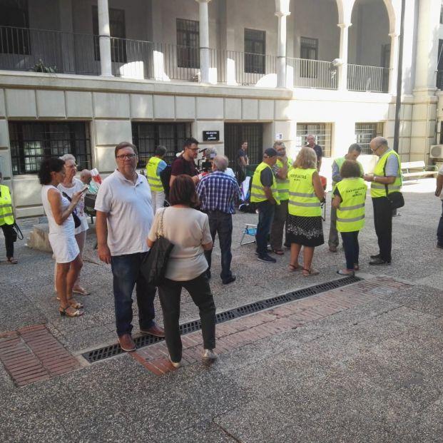 Un grupo de jubilados se encierra en la Universidad de Murcia por el sistema público de pensiones