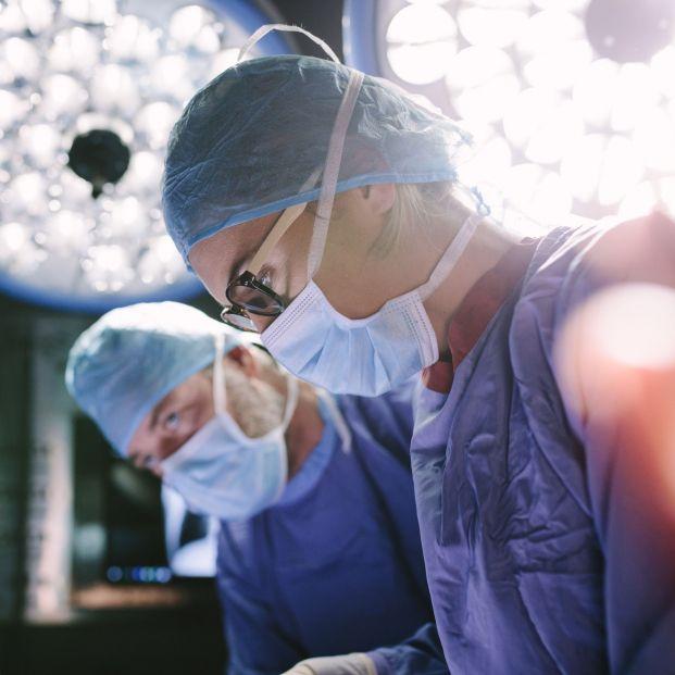 Médicos, cirujanos