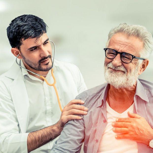 ¿Qué es un edema pulmonar y cómo afecta a los mayores?