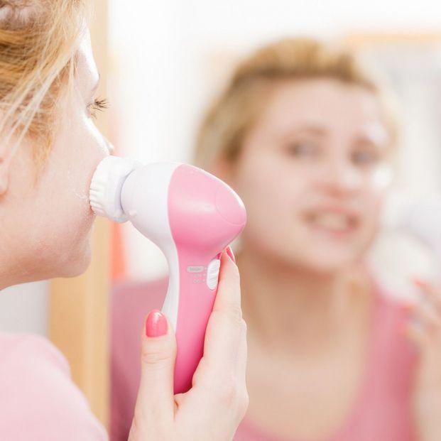 Cepillos eléctricos de limpieza facial en personas mayores