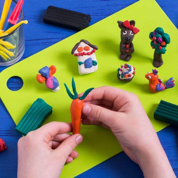 Cómo hacer plastilina casera para jugar con tus nietos
