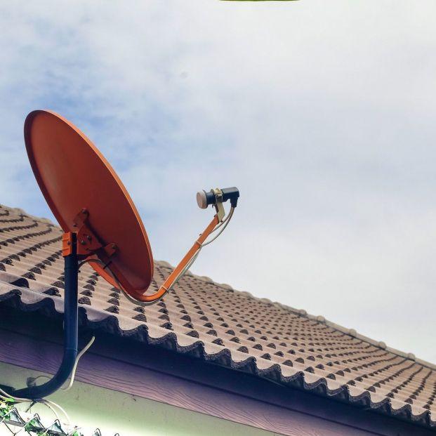 ¿Qué debo tener en cuenta si quiero poner una antena parabólica en mi casa?