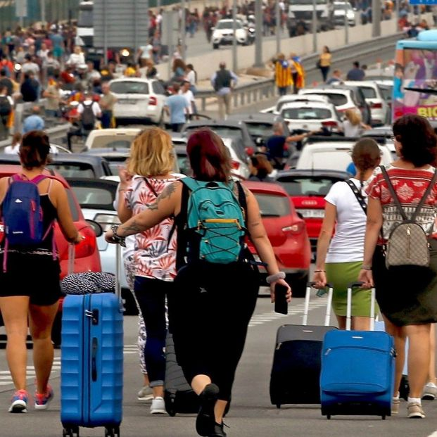 OCU recuerda los derechos de los consumidores afectados por las cancelaciones en Barcelona. Aeropuerto de El Prat