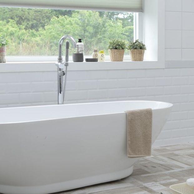 Renueva tu baño sin reformas (Bigstock)