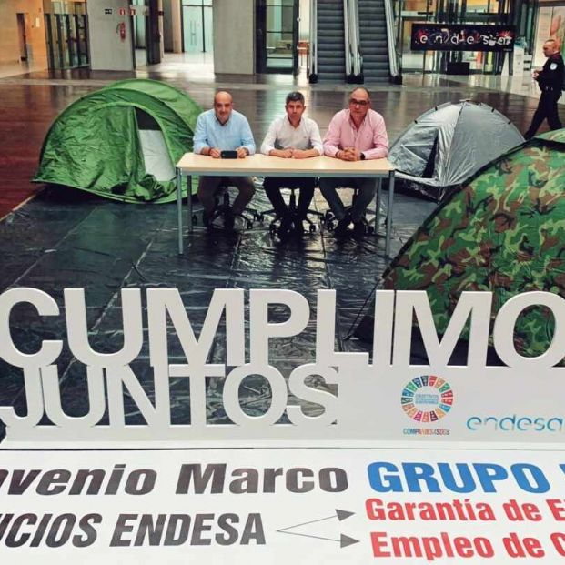 Los tres secretarios generales de los sindicatos de Endesa en la sede de la compañía en Madrid