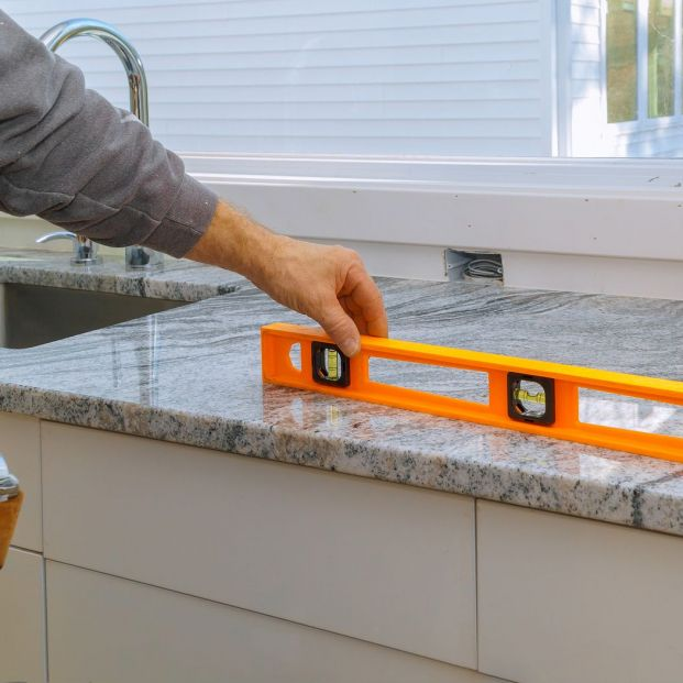 ¿Cambio de encimera en la cocina? Conoce las características de los materiales