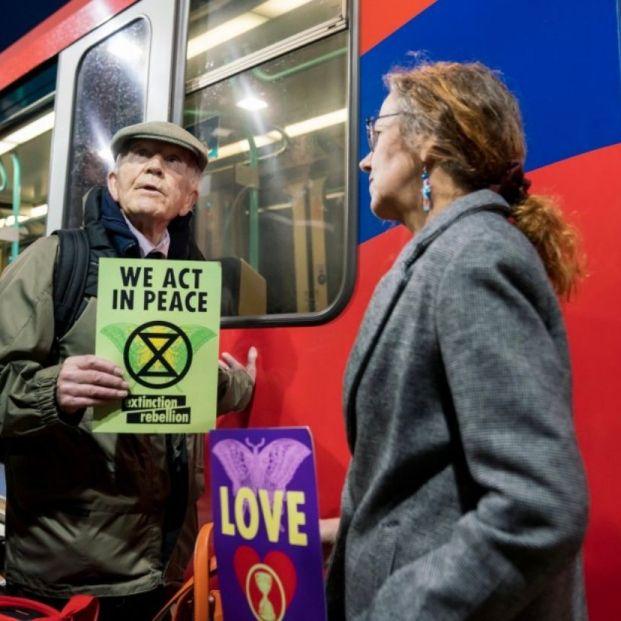 Phil Kingston, el azote contra el cambio climático a sus 83 años