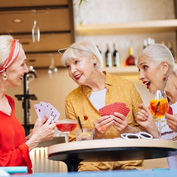 Qué beneficios tienen los juegos de mesa (BigstocK)