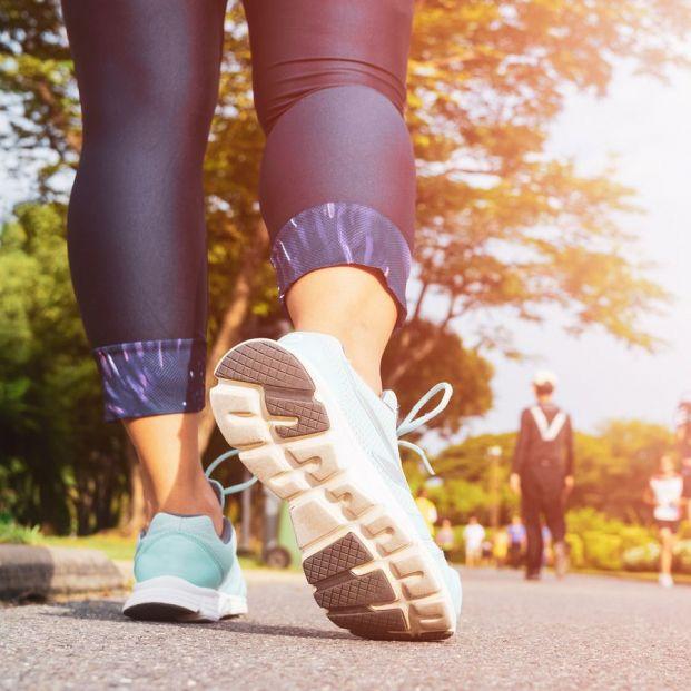 Es recomendable que los mayores practiquen el retro running