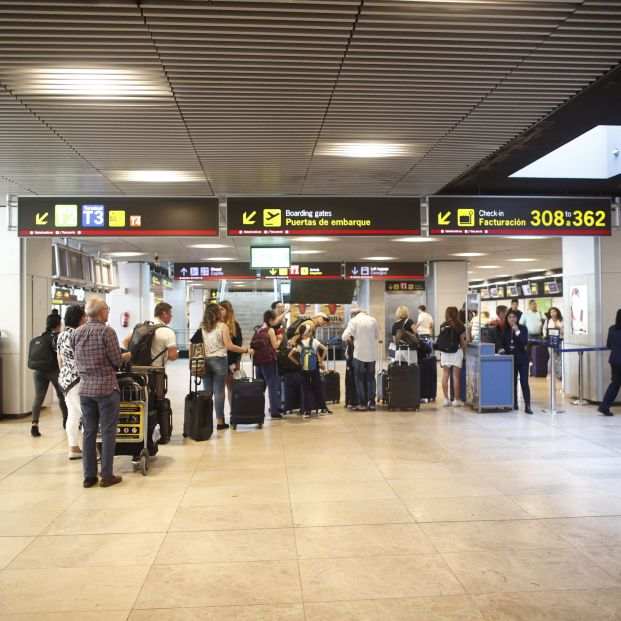Una chica triunfa con su truco para no pagar por el exceso de equipaje en el aeropuerto