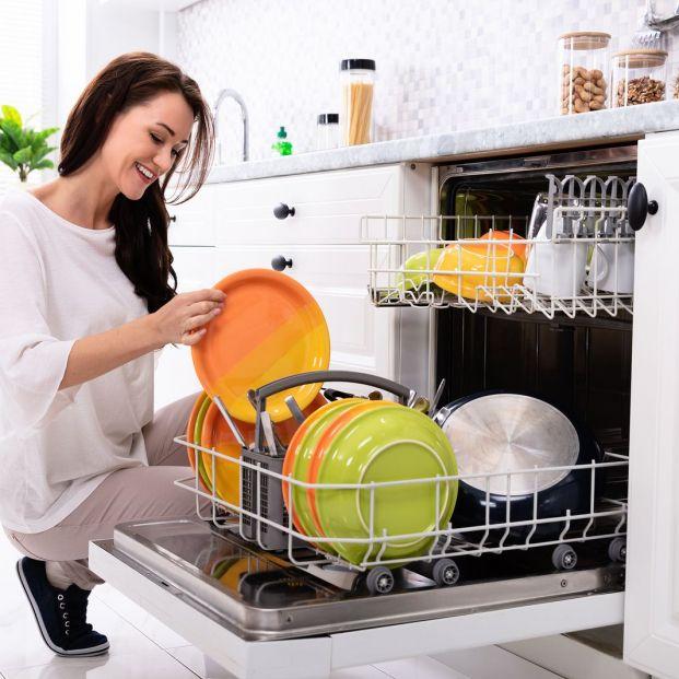 Utensilios de la cocina que no debes meter en el lavavajillas (si no quieres estropearlos)