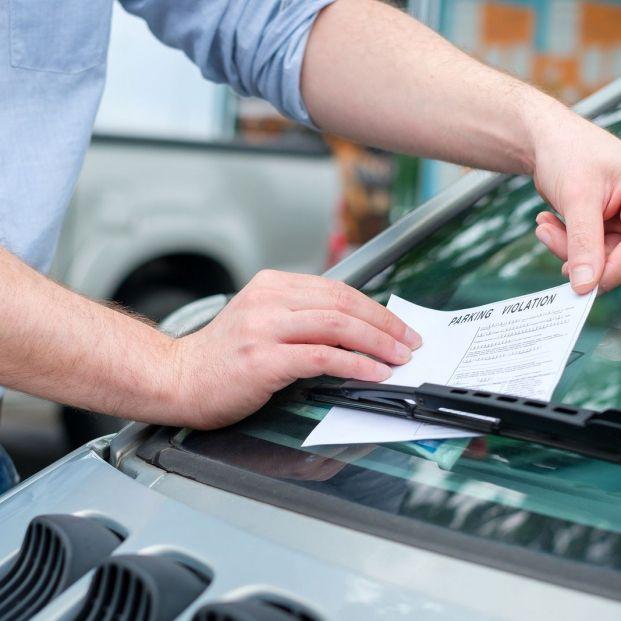 Cuidado con estas multas si cometes estas infracciones con tu coche circulando por la ciudad