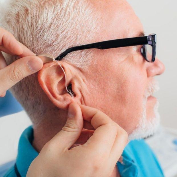 Sanidad retira del mercado estos audífonos