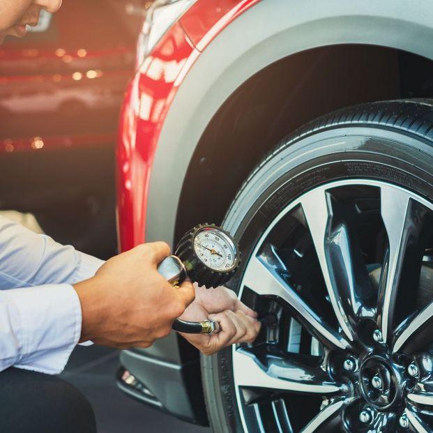 La presión de los neumáticos es uno de los primeros síntomas que nos alertan de su mal estado