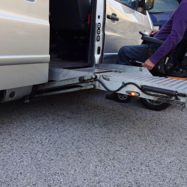 Dispositivos que ayudan a los mayores a entrar y salir de los coches