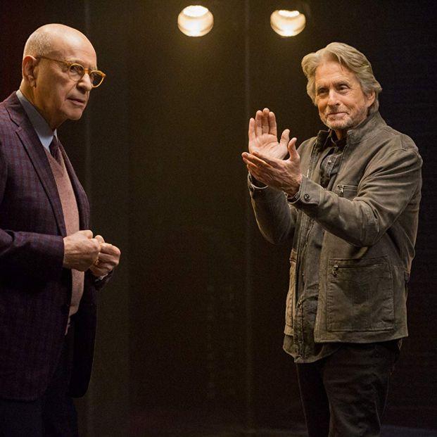 Arkin y Douglas en una escena de 'El Método Kominsky' (Mike Yarish/Netflix)