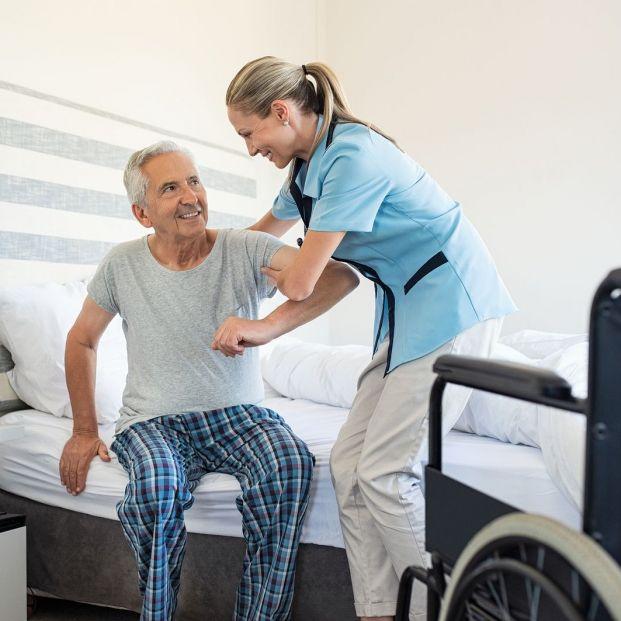 Cómo poner una oferta de trabajo en Internet para buscar cuidador de personas mayores