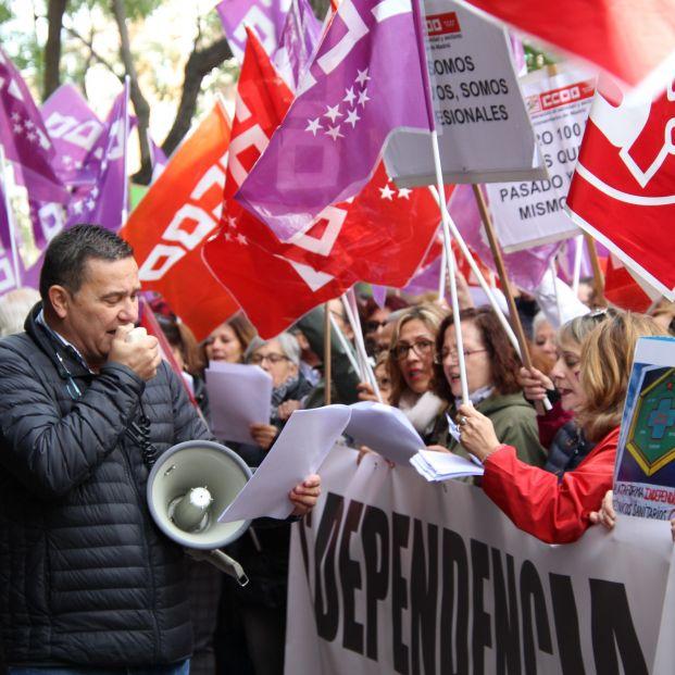 """Los sindicatos salen a la calle para """"poner cara a la dependencia"""" y reivindicar un mejor convenio"""