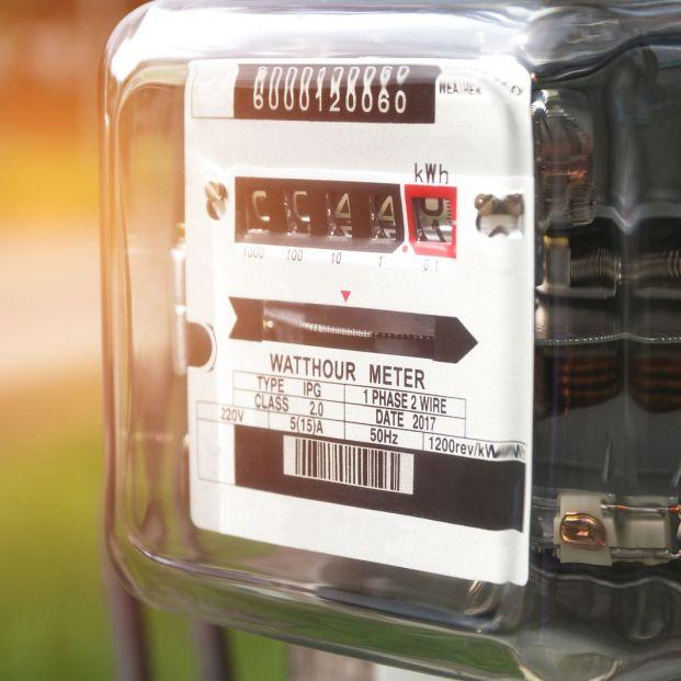 ¿Cada cuánto tengo que pagar el recibo de la luz, el del agua y el del gas? (big stock)